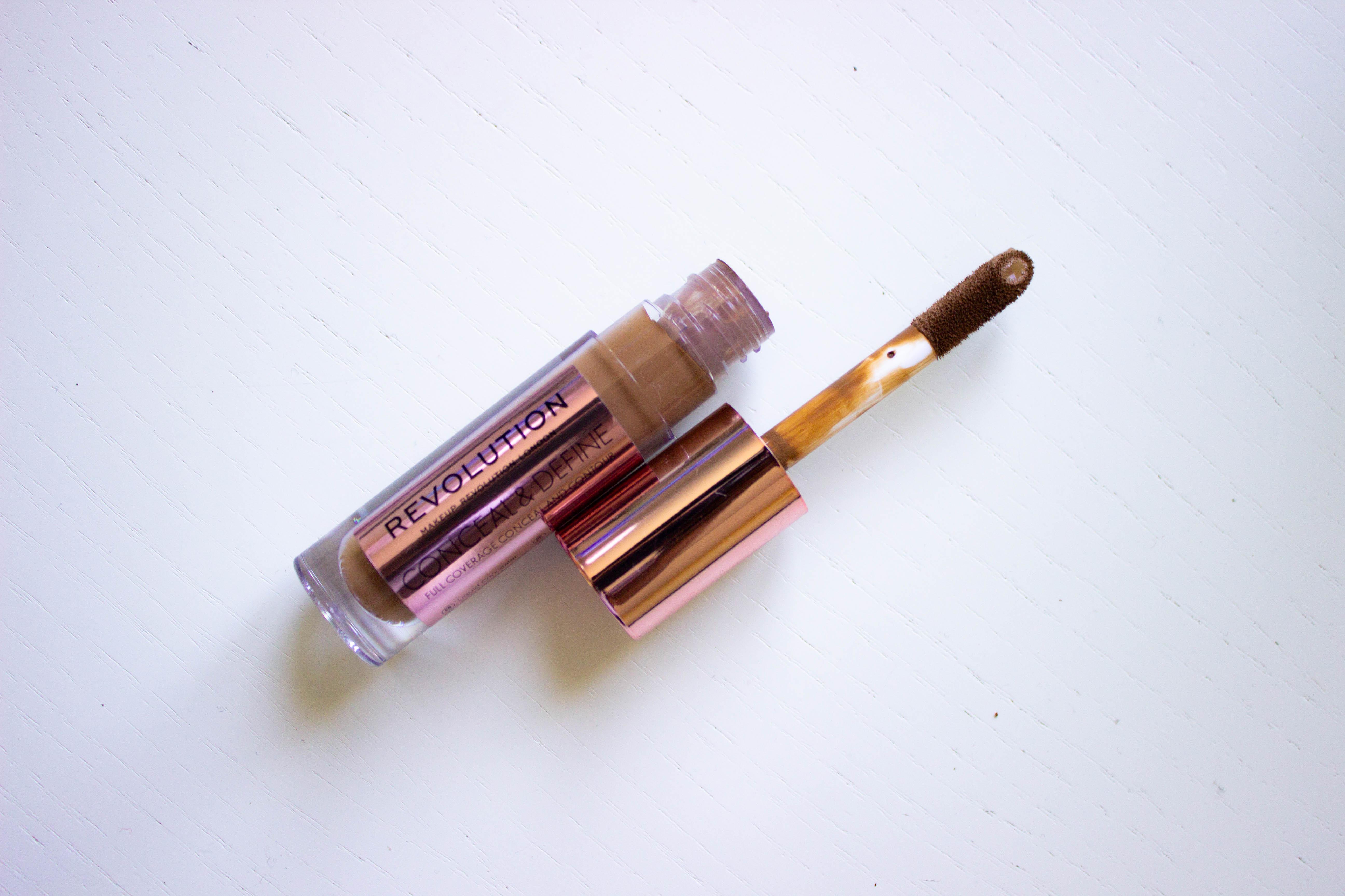 makeup-revolution-concealer-dar-skin